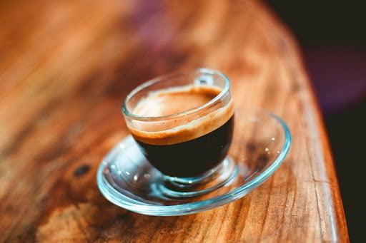 Minum kopi memiliki banyak dampak positif bagi tubuh. Meski demikian, minum kopi berlebihan juga memiliki pengaruh buruk bagi kesehatan.